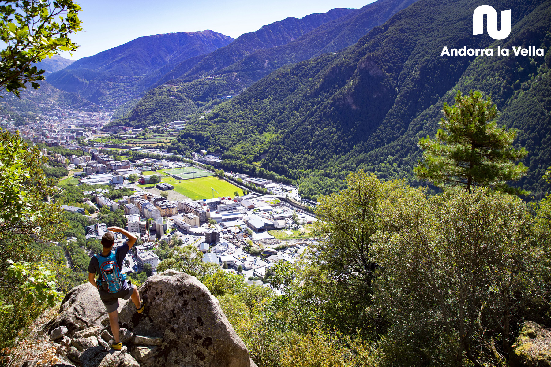 Vista de la parròquia des de la Vall d'Enclar.